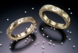 Sayumi Yokouchi  Gold ring with flush set diamonds